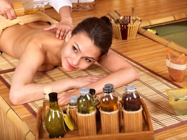Антицеллюлитный массаж с маслами