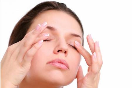 Массаж против морщинок вокруг глаз